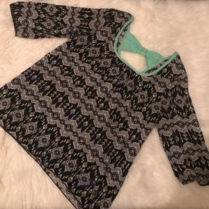 Rue21 Tops - Rue 21 teal back bow blouse🎀